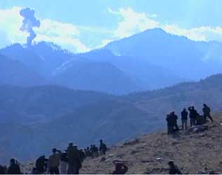 Groups of reporters watch US bombing in the Tora Bora region.