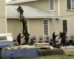 BATF agents attempt to enter the Branch Davidian compound.