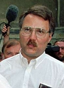 Gary Lauck leaves a Danish courtroom in August 1995.