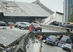The I-35W bridge collapse, four days after its occurrence.